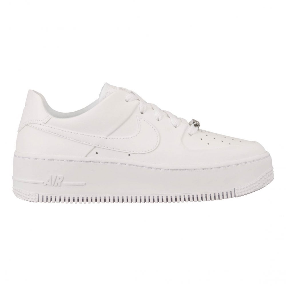 cheap for discount a2163 523e0 Nike Womens Air Force 1 Sage Low Trainers (White)