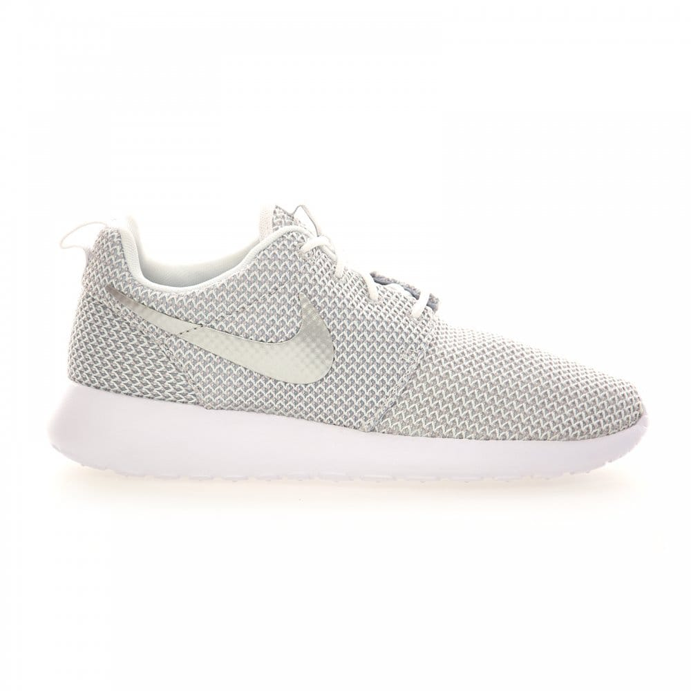 Nike Nike Womens Roshe Run Trainers (White/Metallic ...